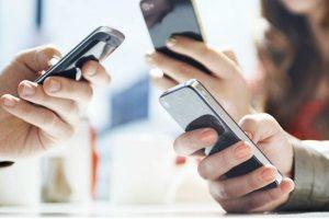 Мобильные телефоны представляют опасность, говорят неврологи