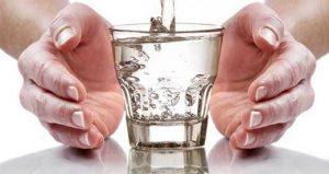 Чтобы цистит не вернулся, дополнительно выпивайте 6 чашек воды в день